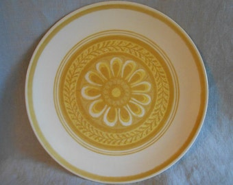 2 or 4 or 6 Cavalier Ironstone Dinner Plates Casablanca Pattern White with Yellow Daisy - Royal China 1960 Flower Power !