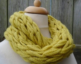 Merino Snood: lime green