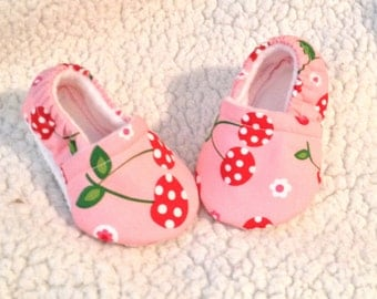 Cherry in Pink Baby booties ( prints may vary), Crib shoes, Baby shoes, Baby Moccasin, Baby gift