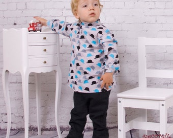 """Classic baby shirt with collar band in taupe cotton, printed motif """"hat"""""""