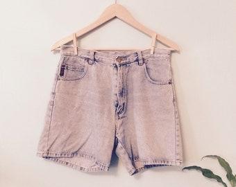 90s VINTAGE Light Stonewashed DENIM Shorts - Highwaisted Summer Size 8-10