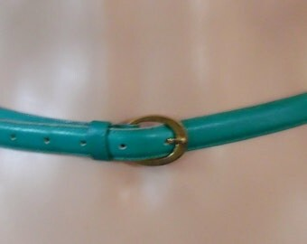 Vtg womans thin green leather belt 26 to 29 inches long