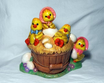 Easter Chicks in a Bucket - Holiday Decor - Easter Decor - Baby Chickens - made in 1988 - Epsteam