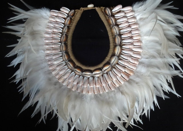 Fabulous Shell Necklace White Feather Interior Design