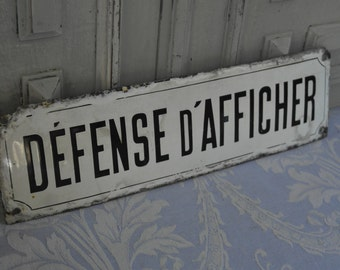 """Black and white enamel """"Défense d'Afficher"""" sign, vintage French authentic 1930' shop advertising genuine industrial loft deco, Parisienne."""