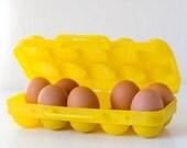 Vintage egg container Yellow egg basket Plastic egg holder Egg storage box Farmhouse Retro home decor