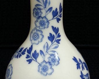 Spode bud vase in blue and white