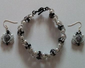 Bracelet displays holiday charm