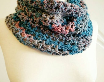 Crochet neck warmer in salmon-pink and turquoise shades.