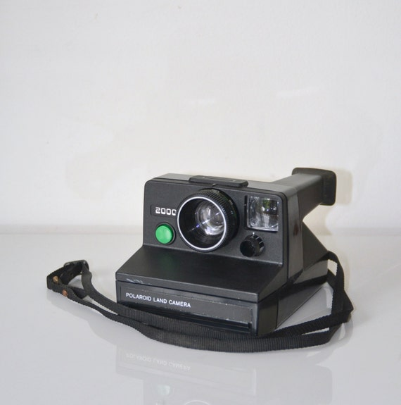 camera polaroid 2000 green or red tested land camera sx 70. Black Bedroom Furniture Sets. Home Design Ideas