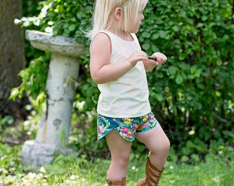 Tammy's Tulip and ruffle reversible shorts . PDF sewing patterns for girls sizes 2t-12
