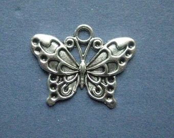 10 Butterfly Charms - Butterfly Pendants - Butter Fly - Antique Silver - 25mm x 19mm -- (No.115-11063)