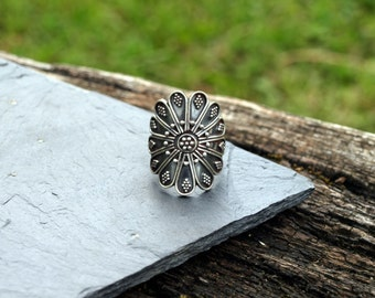 Antique silver ring, Sterling silver ring, silver ring flower, Oxidized silver finish, Handmade silver jewelry, baroque ring