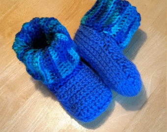 Baby shoes to the hook for girl or boy, cozy slippers, blue slippers which hold well, wool slippers