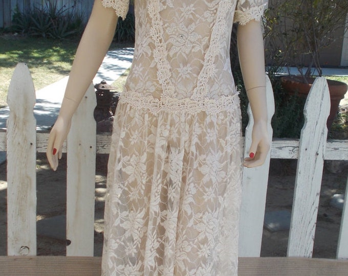 Vintage 80s 90s Special Occasion Off White Floral Lace Mother Of the Bride Womens Below Knee Drop Waist Short Sleeve Wedding Dress