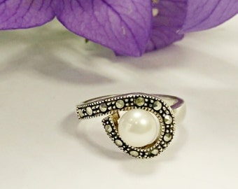 Sterling silver pearl ring with marcasite ,pearl ring, freshwater pearl ring, sterling silver ring, silver ring, marcasite ring, jewelry