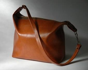 Vintage tan vinyl tote bag with zipper