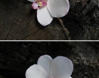 Bridal hair accessories White orchid hair flower Orchid hair clip Bridal hair pin Tropical flowers hair piece White Floral hair pin Orchid
