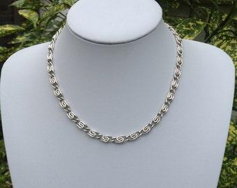 Gorgeous vintage silver tone chain necklace