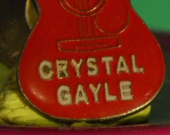 vintage Crystal Gayle guitar hat pin and pin back  == 203