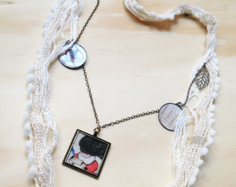 Necklace cotton cream with pendants illustrated