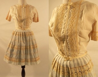 1950s Lace Embroidered Cotton Short Sleeve Dress