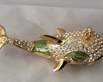 Wonderful Whale! Tiny box encrusted in sparkly gems and plated in gold.