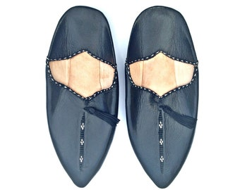 Leather Slippers. Black Leather Babouches. Black Babouches Slippers. Black Slippers. Handmade shoes. Babouches Cuir Noir.