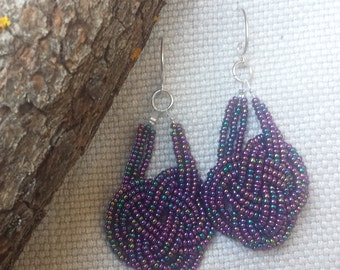 Earrings with bead interweaving