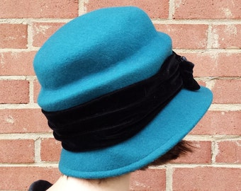 Vintage Womens Cloche Hat - 1980s 1990s Cappelli Straworld Inc - Wool Felt Ladies Hat Black Velvet and Button Detail - Turquoise Teal