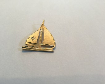 10k gold sailboat pendant charm #656