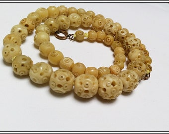 Antique carved 1950s graduated bone necklace of Asian origin