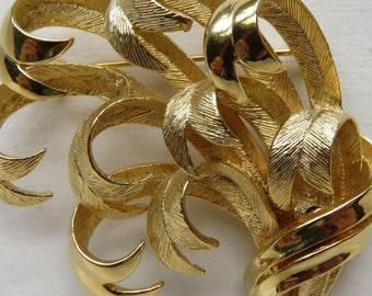 Vintage Lisner Brooch Gold Tone Brooch Vintage Jewelry Costume Jewelry Lisner Jewelry Lisner Pin Lisner Brooch Vintage Brooch Pin Lisner