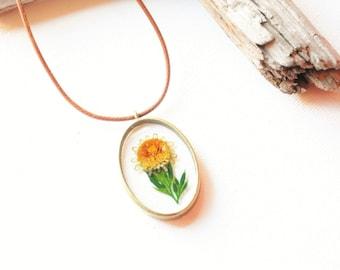 Real flower necklace, Botanical jewellery, Pressed flower, Yellow flower pendant, Gardener jewellery, Resin pendant, Wildflower, Sister gift