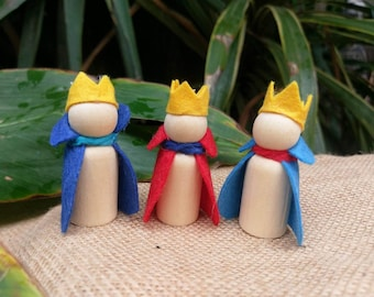 Wooden and felt peg doll, king or prince. Waldorf nstural wooden inspired wooden peg dolls