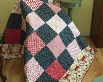 Twin quilt and a throw/lap quilt with 2 pillowcases, red and blue theme with cowboys and quilted design of Texas