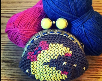 Door currency Mrs. Pacman crocheted and embroidered