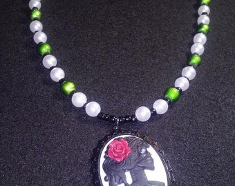 skull cameo beaded necklace with acrylic pearls