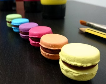 Sweet and colorful macarons magnets, handmade with polymer clay or fimo and handpainted with acrylic paint