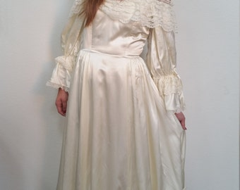 Boho Wedding Dress. 80s Satin Loralie Cream Off the Shoulder Wedding Dress Excellent Condition. Boho. Lace. Size small