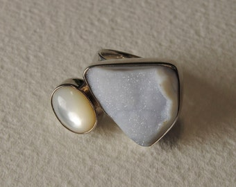 Mother of Pearl, chalcedony ring and Silver 925%