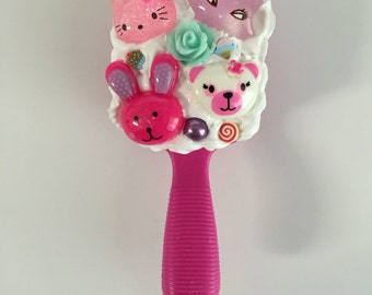 Kawaii decoden doll brush - pink with white cream and animals