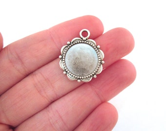 10 Silver Plated Scalloped Pendant Setting (holds a 14mm cabochon)