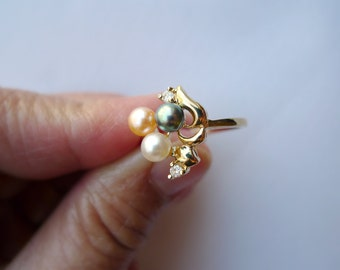Amabelle 3 . tri-Color Cultured pearl ring . ring size 8 . GP 14K