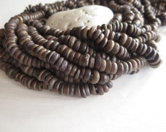 Small coconut beads, grey brown coconut rondelles , spacer beads, disc beads , exotic   7 to 8mm  in diameter  / 12 inches strand  -  6A15-2