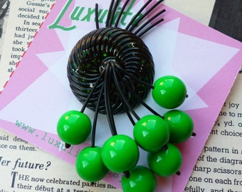 Witchy woman - Inky black and green flecked confetti 40s 50s style novelty brooch by Luxulite