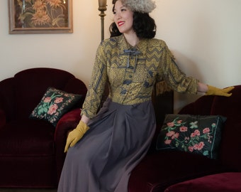 Vintage 1940s Dress - Fantastic Yellow and Grey Rayon Print 40s Day Dress with Pockets and Kitten Bow
