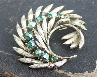 LISNER Brooch Signed Aurora Borealis Green Irridescent Rhinestone Gold tone Pin Vintage