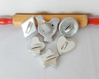 vintage metal cookie cutters, 6 pieces, cookie making, baking, kitchen, Christmas cookies