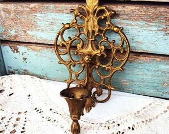 Vintage Hollywood Regency Wall Sconce Candle Holder Filigree French style in Antique Gold Metal Baroque Ornate Rococo Candelabra Decor